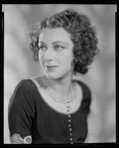 Ann beautiful picture of a young Ann Dvorak. She's best known for her early films. Three On A is probably her most notable. A scandalous portrayal of a woman gone astray. Not to be missed if you love early talkies. Susan Hayward, Ziegfeld Girls, Vintage Hollywood, Celebrity Photos, Her Style, Beautiful Pictures, Ann, Glamour, Movies