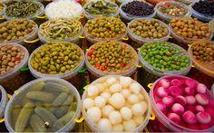 Turşu Yapımı Hakkında Bilmeniz Gereken Her Şey - Yemek.com Winter Drinks, Winter Food, Marinated Olives, What Can I Eat, Turkish Recipes, Sauerkraut, Superfood, Pickles, Food To Make