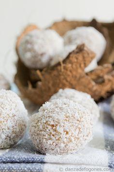 Bolitas de coco | http://danzadefogones.com/bolitas-de-coco/