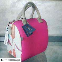I nostri bellissimi rivenditori #ootd#fashionblogger #fashion#iphone7plus #pfw #mfw#napoli #glamour #cosmopolitan #bags#instagood #instalike
