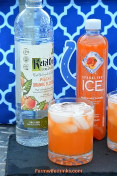 Low-Carb Sparkling Peach Cocktail with Ketel One Peach and Orange Blossom Vodka . Low-Carb Sparkling Peach Cocktail with Ketel One Peach and Orange Blossom Vodka - The Farmwife Drinks, Low Carb Cocktails, Beste Cocktails, Cocktail Drinks, Fun Drinks, Cocktail Recipes, Margarita Recipes, Summer Cocktails, Pool Drinks, Liquor Drinks