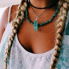 Modern hippie braids with chunky raw gemstone necklace for a boho chic allure. Hippie Boho, Modern Hippie, Hippie Man, Boho Gypsy, Hippie Style, My Style, Hippie Braids, Bohemian Jewelry, Boho Style