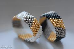 ビーズ : Maho's factory Beaded Jewelry Designs, Seed Bead Jewelry, Bead Jewellery, Diy Jewelry, Jewelry Making, Diy Beaded Rings, Beaded Earrings, Bead Loom Bracelets, Beaded Bracelet Patterns