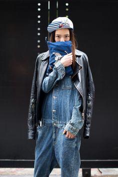 Overalls and biker street style we love джинсы, стиль, уличн Denim Fashion, Love Fashion, Korean Fashion, Womens Fashion, Denim Vintage, Mode Jeans, Denim Jumpsuit, Denim Overalls, Dungarees