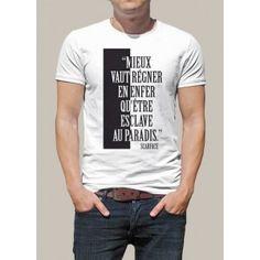 Si vous recherchez un tee shirt personnalisé sur le film Scarface, ce tee shirt est fait pour vous ! Ou si c'est pour offrir, cela tombe bien. Ce tee shirt blanc comprend une citation culte du film emblématique : Scarface. Un marquage reprenant l'affiche du film avec le noir et blanc, de quoi être conquis !