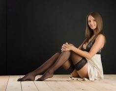 http://1.bp.blogspot.com/-UEzFh8TSqlw/Ukx5Py93zBI/AAAAAAAAPKU/swacAYkA4EQ/s1600/Beautifull+girl+in+stockings+and+dress.jpg