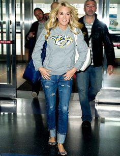LOVE Carrie Underwood! Lucky hockey wife.