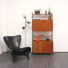60s teakshelf with classic chair