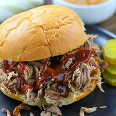 Pulled Pork Sandwich - Who knew making Pulled Pork was so easy? This really is the Best Ever Pulled Pork Sandwich Recipe! Chili Recipes, Pork Recipes, Cooking Recipes, Skewer Recipes, Pork Sandwich, Sandwich Recipes, Baked Avocado Fries, Cream Cheese Chicken Chili, Making Pulled Pork