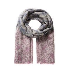 Warm & Soft ... ist der kuschelige Schal nicht nur beim Tragen. Auch seine pastelligen Farbtöne schmeicheln weich dem Teint. Das feine Fellmuster kommt durch die Farbübergänge gut zum Tragen. Der Schal verleiht jedem Outfit eine sehr feminine Note und macht selbst schlichte Jeans-mit-Pulli-Kombis unverwechselbar und einzigartig. Material: 55% Baumwolle 45% Wolle...