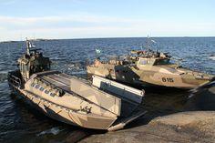 A Finnish Combat of Jurmoklass next to a CB-90 H.  Photo: Kristina Swaan , Amf 1