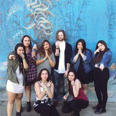 Jay com fãs em evento beneficente em Los Angeles. (7 mar.) (via @dreameetsworld) #CoberturaTWBR