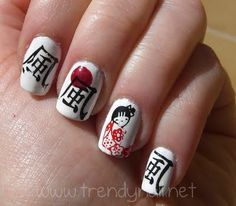 Questa manicure l'avevo in mente da un pò, per poterla realizzare ho dovuto aspettare che mi arrivasse il disco per stamping Konad dedicato al Giappone.    Devo dire che è un disco molto carino, con i fiori di ciliegio stilizzati, la geisha e il gatto portafortuna!