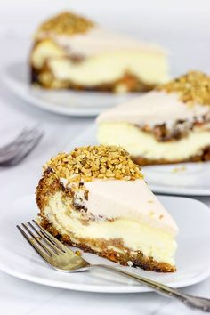 """""""Cant decide between carrot cake and cheesecake? Then this Carrot Cake Cheesecake is the perfect solution! If youve ever made cheesecake, then you know it can be a little finicky. Sopapilla Cheesecake, Carrot Cake Cheesecake, Cheesecake Recipes, Dessert Recipes, Cheesecakes, Delicious Desserts, Yummy Food, Cupcakes, Eat Cake"""