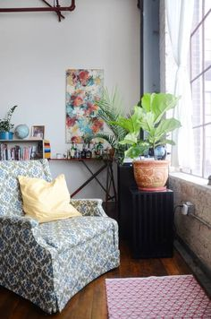 Post Image Meditation Corner, Meditation Rooms, Oakland Apartment, Cozy Couch, Asian Home Decor, Apt Ideas, Finding A House, Spare Room, Floor Cushions