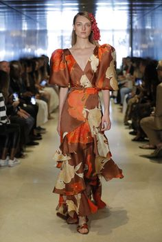 Get inspired and discover Johanna Ortiz trunkshow! Shop the latest Johanna Ortiz collection at Moda Operandi. Peplum Midi Dress, Striped Midi Dress, Silk Mini Dress, Silk Gown, Vogue Fashion, Fashion Week, Runway Fashion, Cocktail Gowns, Lovely Dresses