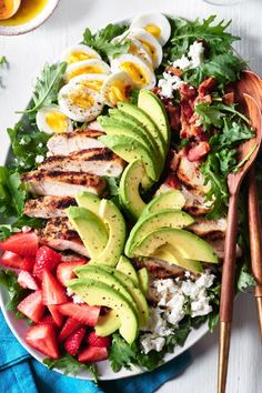 Try this satisfying salad recipe for an updated version of the classic Cobb. Kale, feta and strawberries give this chicken salad a colorful upgrade. dinner ideas meals Cobb Salad with Herb-Rubbed Chicken Salade Healthy, Healthy Salads, Healthy Chicken Recipes, Healthy Eating, Cooking Recipes, Dinner Healthy, Healthy Appetizers, Simple Salad Recipes, Appetizer Recipes