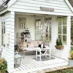 Tongue Twister: Shabby Chic She Shed. Tongue Twister: Shabby Chic She Shed. Jardin Style Shabby Chic, Shabby Chic Veranda, Casas Shabby Chic, Shabby Chic Porch, Shabby Chic Garden, Shabby Chic Kitchen, Shabby Chic Homes, Porche Shabby Chic, Shabby Chic Outdoor Decor