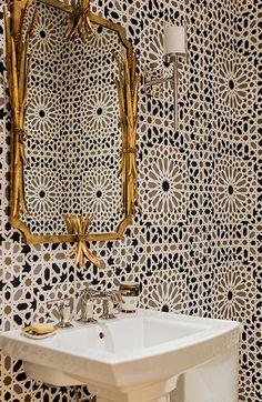 Bathroom in Nasrid Palace Mosaic Wallpaper in Mica (Jill Litner Kaplan Interiors… - Home Decoration Mosaic Wallpaper, Bathroom Wallpaper, Graphic Wallpaper, Moroccan Wallpaper, Powder Room With Wallpaper, Trippy Wallpaper, Bad Inspiration, Bathroom Inspiration, Ideas Baños