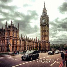 I made the best of my 15 hour #layover in #London, and was able to see a good majority of all the main tourist sights again! I managed to store my travel pack, sightsee, and catch my red eye #Ryanair flight, all in one day!   #London #England #UK #palaceofwestminister #LondonTaxi #backpackingtrip #flashback #summer #2014 #solotravel #wheninroams #wanderlust