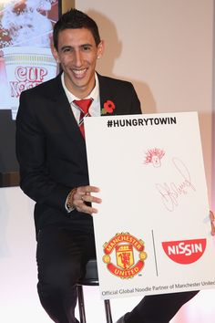 Angel Di Maria shows off his drawing of his @manutd teammate Marouane Fellaini during a club press call.