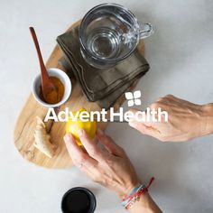 For a healthier way to hydrate, try hot lemon water. The warm water can aid digestion while the vitamin C may lower your blood pressure. Some add-ins to consider are mint, turmeric, fresh ginger, raw honey and cinnamon. Healthy Juices, Healthy Smoothies, Healthy Drinks, Healthy Snacks, Healthy Options, Healthy Tips, Healthy Recipes, Honey And Cinnamon, Raw Honey
