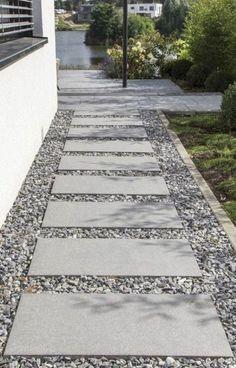 Sidewalk Landscaping, Side Yard Landscaping, Landscaping With Rocks, Landscaping Ideas, Walkway Ideas, Path Ideas, Shade Landscaping, Stepping Stone Pathway, Gravel Walkway