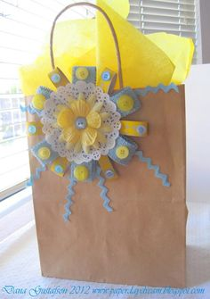 Amazing DIY Gift Bags Ideas , Gift bag rosettes Awesome Present Sticker, Gift Wrap. gift wrap Packaging with burlap wrap. Love Gifts For Her, Kraft Bag, Diy Gifts, Handmade Gifts, Arts And Crafts, Paper Crafts, Flower Cards, Paper Flowers, Button Crafts