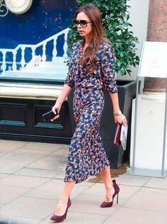 victoria beckham usa vestido floral