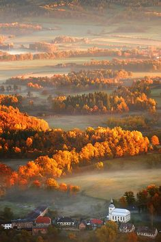 One day I hope to live in an area like this. Its so beautiful!