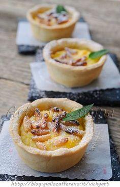 Tortine alla ricotta e pinoli, ricetta dolce facile, veloci, dessert, dolce dopo cena, idea per ospiti all'improvviso, frolla senza uova, dolce alla ricotta e limone