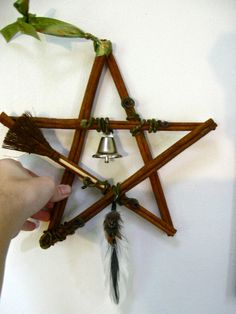 Recycle Reuse Renew Mother Earth Projects: How to Make Cinnamon Stick Pentacle Star ... LOVE the broom