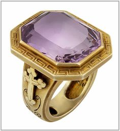 4 rue Saint Florentin in ParisEvêque: Bishop's ring in yellow gold and amethyst