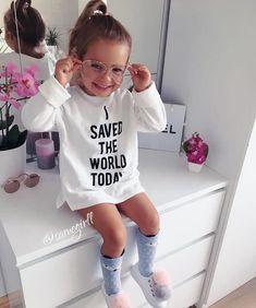 """Mi piace"": 2,588, commenti: 10 - Kids Fashion (@kidzfashion) su Instagram: ""By @samegirll #kidzfashion"" Little Girl Outfits, Little Girl Fashion, Toddler Girl Outfits, Cute Little Girls, Disney Baby Clothes, Cute Baby Clothes, Baby Kind, My Baby Girl, Outfits Niños"