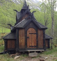 20 Norwegian Landscapes That You'd Think Only Existed In Fairy Tales - Anders Bekke's tiny Stave church in Ortnevik. Beautiful Buildings, Beautiful Places, Viking House, Rustic Home Design, Fantasy House, Cabins In The Woods, Kirchen, Amazing Architecture, Places To See