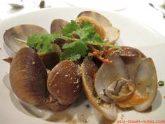 Fine dine with great appetizers such as steamed garlic clams at Sardine #bali