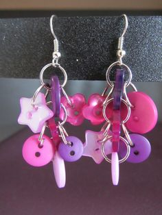 boucles d'oreilles cascade de boutons roses et mauves : Boucles d'oreille par solama-de-pacotille