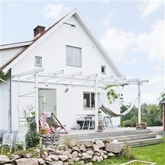 grow grape vines over frame to make dolmades and provide shade. my scandinavian home: A swedish family home in summer time Outside Living, Outdoor Living, Outdoor Spaces, Outdoor Decor, Swedish House, Decks And Porches, Scandinavian Home, Home And Deco, White Houses