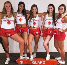 Have you been looking for best Halloween costumes for teens? HERE are the best teen Halloween costumes for you & groups that are smart and charming. Lifeguard Halloween Costume, Cute Group Halloween Costumes, Costume Ideas For Groups, 90s Costume, Girl Group Costumes, Halloween Party Costumes, Couple Halloween, Costume Ideas For Friends, Group Costumes