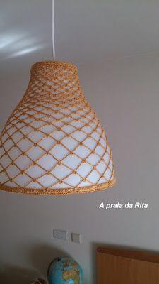 A praia da Rita: Abajur com capa de crochet amarelo dourado / Lampshade with golden yellow crochet cover