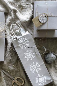 New: VINTER 2019 gift bag for bottle, silver, white – Decor Creative Gift Wrapping, Creative Gifts, Wrapping Ideas, Primitive Christmas, Christmas Gift Wrapping, Diy Christmas Gifts, Christmas Makes, November 2019, Packaging