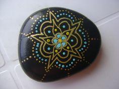 Albalì: SU PIETRE pietre decorate a mano  painted stone mandala