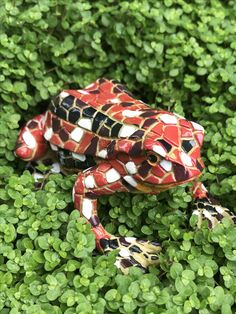Our Fun Red Mosaic Finish Garden Frog Ornament From The Gardens2you  Collection