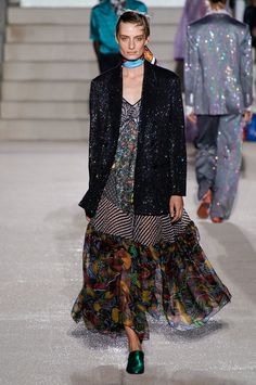 See all the Collection photos from Missoni Spring/Summer 2020 Ready-To-Wear now on British Vogue Catwalk Fashion, Fashion 2020, Love Fashion, Fashion Show, Fashion Design, Fashion Stores, Fashion Trends, Spring Summer Fashion, Autumn Fashion