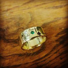 Keďže sme pred Vianocami nechceli zdieľať výrobu, aby sme niekomu nepokazili prekvapenie, tak aspoň takto oneskorene malá ukážka. #tbt #jewelry #gold #gift #handmade #sperky #zlato #drahokamy #sperky #darceky #rucnavyroba #vyrobeneslaskou #vysperkujtesa #zlatnictvo Wedding Rings, Engagement Rings, Jewelry, Enagement Rings, Jewlery, Jewerly, Schmuck, Jewels, Jewelery