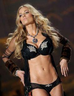 Jamie Lee Darley - Victoria's Secret Fashion Show 2009