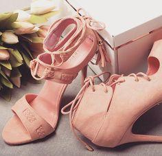 Pokochacie? Bo my już się zakochałyśmy 💗 #sandały #lato #vices #vicesshoes #shoestagram #shoesoftheday #instalike #instadaily #pink #quartzrose #laceup