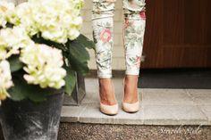 flowers printed pants nude pumps
