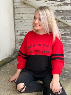 This soft, comfy and pre shrunk tee will be your new favorite. Perfect for game day and everyday. Show off your love for the classic city. :::::::::::::::::::::::::::::::::::::::::::::::::::::::::::::::: THE T-SHIRT: Oversized Ladies Jersey Jersey Outfit, Vintage Jerseys, Vintage Ladies, Long Sleeve Tees, Graphic Sweatshirt, Trending Outfits, Lady, Comfy, How To Wear