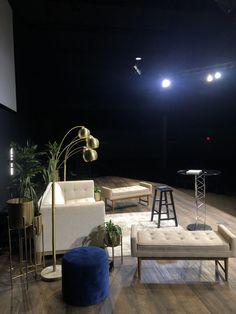 Tv Set Design, Stage Set Design, Church Stage Design, Design Ideas, Church Interior Design, Studio Interior, Christmas Stage Design, Office Wall Graphics, Studio Setup